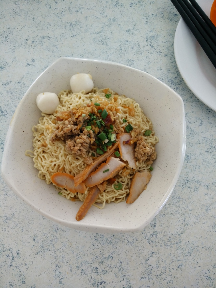 this is where derrick used to ponteng school as vice head prefect to get his kolo mee. With the narrative, it tasted fucking awesome. 8/10!! 2 minute walk from Lodge LOOOOOL